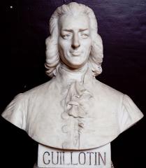 Domaine national : Salle du Jeu de Paume -  Buste de Joseph Ignace Guillotin  -- Salle du serment du jeu de paume -- Versailles