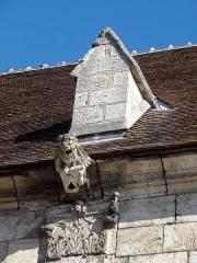 Eglise Saint-Basile - Français:   Collatéral sud, contrefort et chapiteau corinthien.