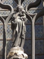 Eglise Saint-Basile - Français:   Portail du croisillon sud, Vierge à l\'Enfant.
