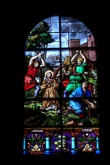 Eglise Saint-Etienne - Deutsch: Bleiglasfenster in der Kirche Saint-Étienne in Étréchy im Département Essonne (Île-de-France), Darstellung: Steinigung des hl. Stephanus
