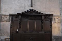 Eglise Notre-Dame - Deutsch:   Katholische Pfarrkirche Notre-Dame-de-l\'Assomption in La Ferté-Alais im Département Essonne (Île-de-France/Frankreich), Bank für den Kirchenvorstand (fr:banc d\'œuvre) mit wiederverwendeten Teilen aus dem 17. Jahrhundert