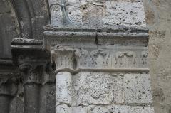 Eglise Notre-Dame - Deutsch:   Katholische Pfarrkirche Notre-Dame-de-l\'Assomption in La Ferté-Alais im Département Essonne (Île-de-France/Frankreich), Kapitelle am Portal