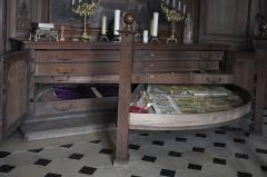 Eglise Saint-Martin - Deutsch: Katholische Pfarrkirche Saint-Martin in Longjumeau im Département Essonne (Île-de-France/Frankreich), Schrank in der Sakristei für die Aufbewahrung von Messgewändern