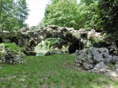 Domaine de Méréville - Français:   Parc de Méréville pont (fabrique, ruine)