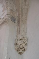 Eglise - Deutsch: Katholische Pfarrkirche Saint-Germain in Saclas im Département Essonne (Île-de-France/Frankreich), Konsole