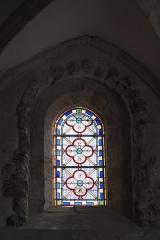 Eglise - Deutsch: Katholische Pfarrkirche Saint-Germain in Saclas im Département Essonne (Île-de-France/Frankreich), Bleiglasfenster