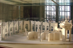 Musée Rodin ou Villa les Brillants -  Voir le panneau du musée Rodin sur le pavillon de l'Alma, reconstruit à Meudon près de la villa des Brillants après l'Exposition Universelle de 1900. Auguste Rodin y avait présenté en marge de l'Exposition mais avec succès un grand nombre de ses oeuvres dans leur version en plâtre, y compris la statue de Balzac très contreversée. www.flickr.com/photos/dalbera/5266762613/ références fr.wikipedia.org/wiki/Villa_des_Brillants www.musee-rodin.fr/  A lire: le guide des collections du musée.