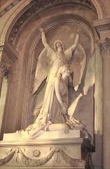 Eglise Saint-Pierre-Saint-Paul - Tombeau d'Hortense de Beauharnais à l'Église Saint-Pierre-Saint-Paul de Rueil-Malmaison dans le département des Hauts-de-Seine en France. Sculpture d'Auguste Barre en 1858. L'édifice inscrit au registre du patrimoine culturel.