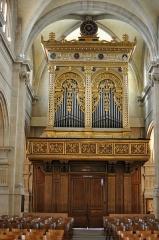 Eglise Saint-Pierre-Saint-Paul - Orgues de l'Église Saint-Pierre-Saint-Paul à Rueil-Malmaison dans le département des Hauts-de-Seine en France. Le buffet d'orgues a été offert par Napoléon III à l'occasion de la restauration de l'église au 1863 et datent de fin du XVIe ou début du XVIIe siècles. Il est attribue au sculpteur florentin Baccio d'Agnolo et était, jusqu'à son achat par Napoléon III, dans l'église Santa Maria Novella de Florence. Les orgues elles-mêmes sont de Cavaillé-Coll.
