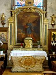 Eglise Saint-Jean-Baptiste - Mobilier de l'église - Autel dit de St Mammès dont le cintre du retable supporte un reliquaire abritant des reliques de St Mammès.