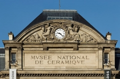 Domaine national de Saint-Cloud (manufacture nationale de porcelaine) - English:  pediment of the Musée national de Céramique-Sèvres, sculpted by Gustave Crauk.