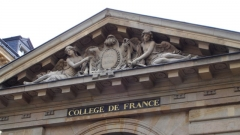 Collège de France - English: The gable of Collège de France's main building. On it the slogan of Collège de France: