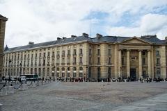 Faculté de Droit de Paris -  Université Paris II - Panthéon-Assas (héritière de la faculté de droit de Paris), dans le 5eme arrondissemnt de Paris (Quartier latin).