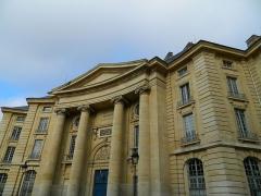 Faculté de Droit de Paris - Čeština: Budova právnické fakulty v Paříži