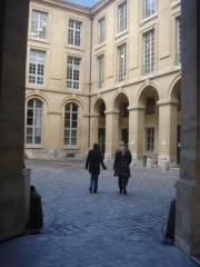 Faculté de Droit de Paris -  Faculté de droit de Paris, universités de Paris I Panthéon-Sorbonne et Paris II Panthéon-Assas, cour pavée d'entrée par la place du panthéon, Paris.