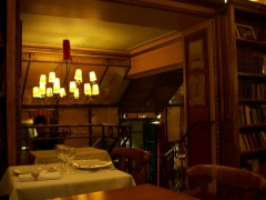 Café Le Procope - English: Le Procope chandelier