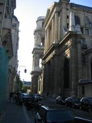 Eglise Saint-Sulpice - Vue latérale de l'église.