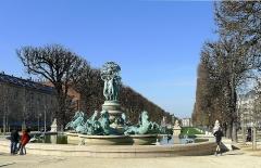 Fontaine de Carpeaux - English: Grands explorateurs garden: Marco Polo and Cavelier-de-la-Salle - Paris