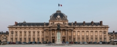Ecole Militaire - English: The central building of the École Militaire Complex in the 7th arrondissement of Paris at dusk.