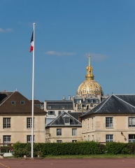 Ecole Militaire - English: Detail of the Main courtyard of the École Militaire In Paris, France. Captain Alfred Dreyfus stood where is the flag now during his unfair degradation punishment in 1895.
