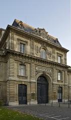 Ecole Militaire - Français:   Une des entrées de la façade principale de l\'Ecole Militaire à Paris.