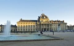 Ecole Militaire - Coucher de soleil sur la façade de l'Ecole Militaire, Place Joffre à Paris 7ème.