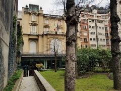 Hôtel de la Rochefoucauld-Doudeauville ou de Boisgelin - Français:   Consulat général d\'Italie, 5 boulevard Emile-Augier, Paris 16e.
