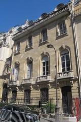 Hôtel de la Rochefoucauld-Doudeauville ou de Boisgelin - Français:   Consulat général d\'Italie, n°17 rue du Conseiller-Collignon (Paris, 16e).