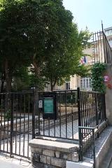 Hôtel de la Rochefoucauld-Doudeauville ou de Boisgelin - Français:   Consulat général d\'Italie, 5 boulevard Emile-Augier (Paris, 16e).