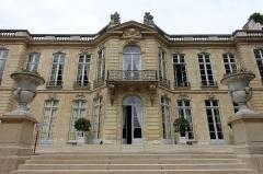Ancien hôtel Matignon -  Facade @ Jardin de l'Hôtel Matignon @ Paris