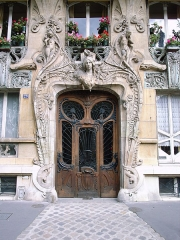 Immeuble - English: Entryway to No. 29 Avenue Rapp, Paris, France.