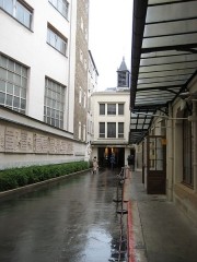 Maison des Filles de la Charité - English: The chapel, where St. Catherine Labouré had her vision of the Virgin Mary, is a place of pilgrimage. It is tucked in between buildings of the Bon Marché. Go straight ahead and the chapel is on the left.