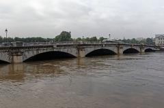 Pont de la Concorde -  La crue de la Seine à Paris au printemps 2016 photographiée le 5 juin.