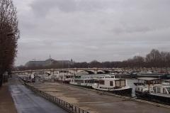 Pont de la Concorde -  Bateaux amarrés devant le pont de la Concorde au Port de Solférino, VIIe arrondissement, Paris, France.
