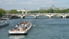 Pont de la Concorde -  P1000976 - bateau-promenade Le Mulet Coureau de la compagnie des Bateaux-Mouches sur la Seine, à Paris, France.