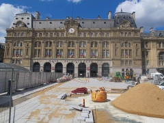 Gare Saint-Lazare - Travaux sur le parvis de la gare Saint-Lazare, ou cour de Rome (Paris, 8e).