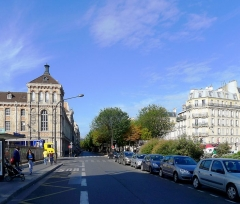 Lycée Chaptal - Français:   Boulevard des Batignolles, avec le lycée Chaptal à gauche  - Paris VIII et XVII