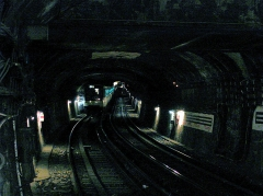 Métropolitain, station Saint-Lazare - Tunnel à l'ouest de la station Saint-Lazare de la ligne 3 du métro de Paris, France.