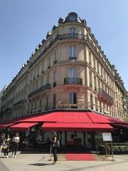 Brasserie restaurant Le Fouquet's - English: Fouquet's Paris from the Champs-Elysées