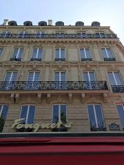 Brasserie restaurant Le Fouquet's - English: fouquet's paris - city view