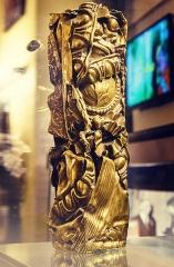 Théâtre des Champs-Elysées - César d'honneur décerné à Gérard Oury en 1993, offert à Jeanne de Funès en hommage à son époux Louis de Funès. Version plus centrée sur le trophée. Exposé au Musée Louis de Funès.