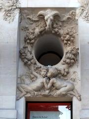 Immeuble, actuellement immeuble du Crédit Commercial de France - Français:   Décor sculpté par Paul Gasq (1860-1944) - Bâtiment de l\'ancien hôtel Élysée-Palace au 103 avenue des Champs-Élysées (Paris, 8e arrond). Architecte Georges Chedanne (1861-1940).
