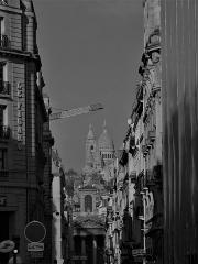 Eglise Notre-Dame-de-Lorette - Français:   Perspective de la rue Lafitte en direction du nord, à gauche siège du quotidien Le Figaro, dont l\'entrée se trouve au 14 Boulevard Haussmann, IXe arrondissement, Paris, France.