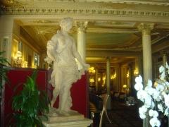 Grand Hôtel - Ελληνικά: Εσωτερικό στο Καφέ ντε λα Παι (Café de la Paix), Παρίσι, 2011