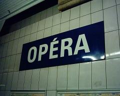 Métropolitain, station Opéra -  Plaque de la station Opéra du Métropolitain de Paris.