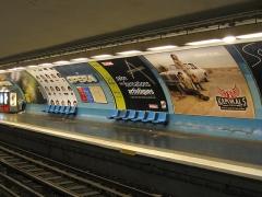Métropolitain, station Opéra -  Quai de la ligne 7 du métro de Paris à la station Opéra.