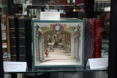 Musée Grévin (voir aussi : passage Jouffroy) - English: Martin Engelbrecht - Optical Theatre: a riding hall - Augsburg in the middle of the eighteenth century at the Antiquarian book and print fair in 2013 at the Grand Palais in Paris, France.