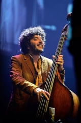 Théâtre de l'Olympia - English: Omer Avital performing at Olympia in Paris, 2012.