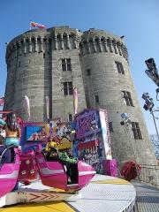 Château de la Reine Anne -  la fete et les tours du chateau de dinan