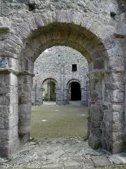 Ruines de la rotonde dite Temple de Lanleff - Rotonde du temple de Lanleff (22) vue du déambulatoire.